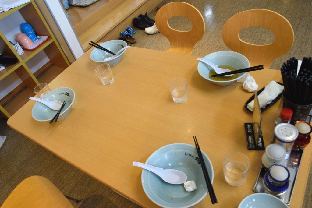 ラーメン完食後のテーブル