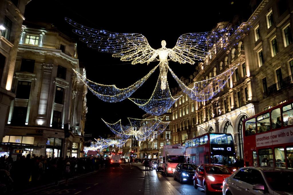 クリスマスイルミネーションのロンドン市街