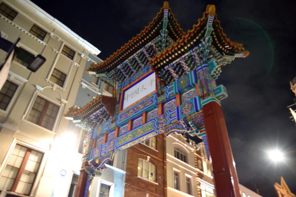 ロンドンの中華街の門