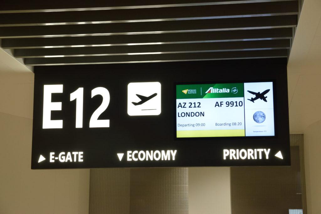 ローマ→ロンドン便 搭乗口