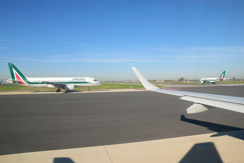 離陸を待つアリタリア機