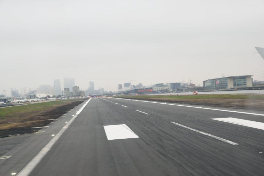 ロンドンシティ空港の滑走路