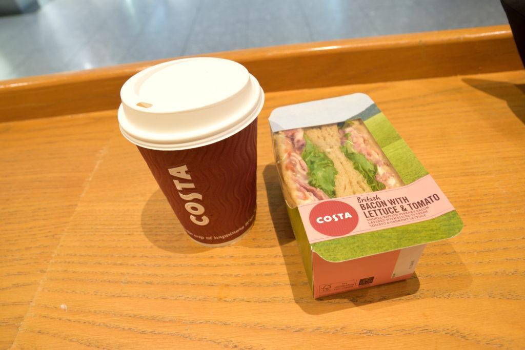 ヒースロー空港内のコスタコーヒー