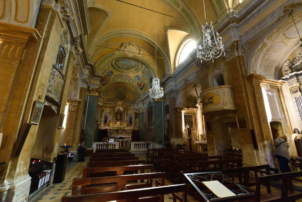 エズ教会の内部