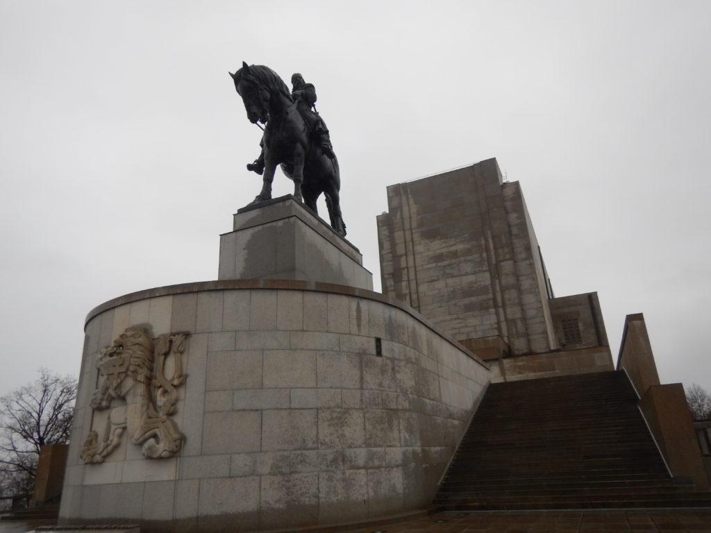 プラハにあるカフカの銅像