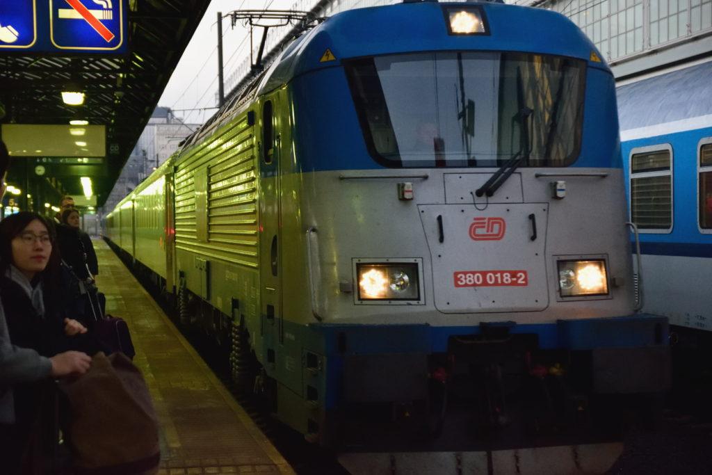 プラハからブダペストへ向かう列車