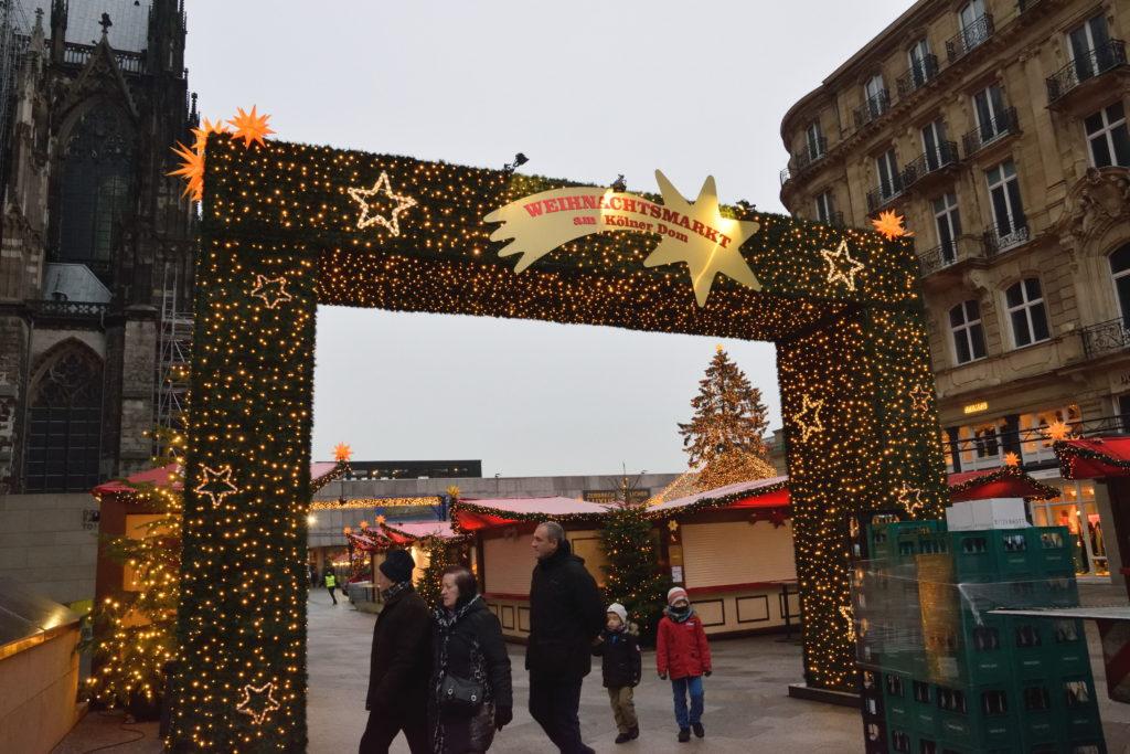 ケルンのクリスマスマーケットの入口