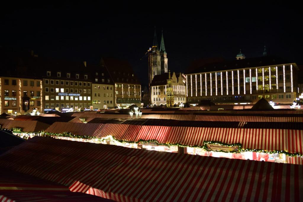 ニュルンベルクのクリスマスマーケットを上から