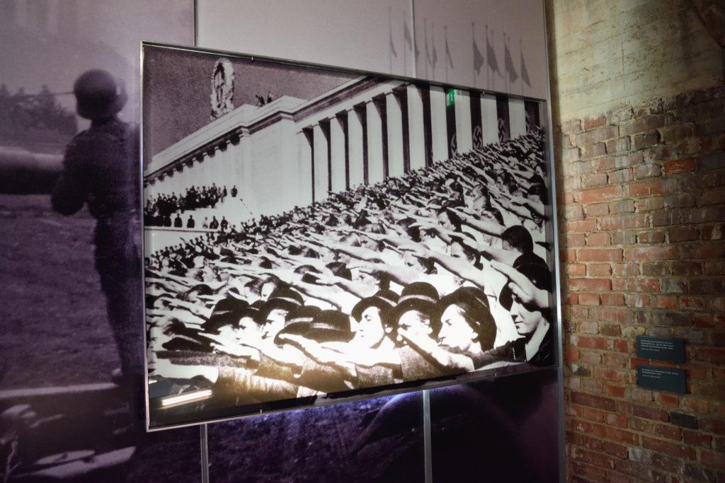 ナチ式敬礼の写真