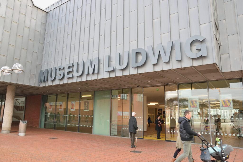 ケルン ルードヴィヒ美術館の外観