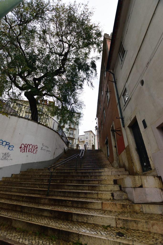 リスボン城近くの階段