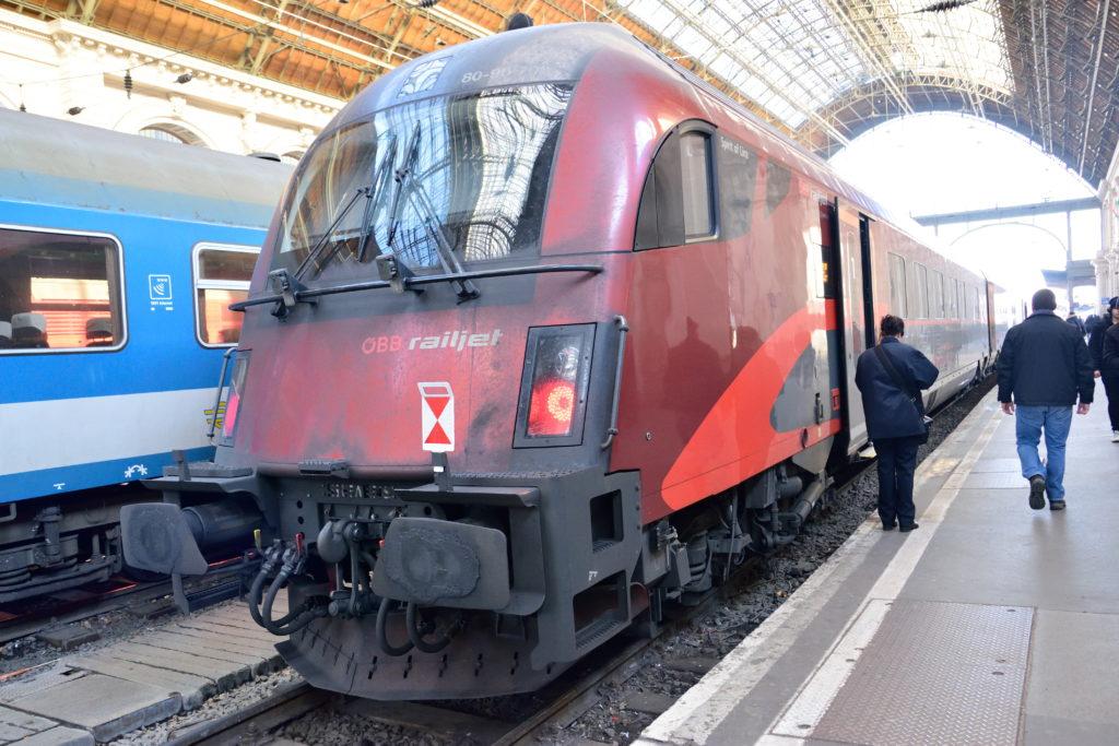 ウィーン行きの特急列車