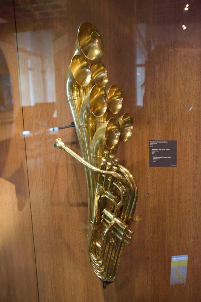 吹き出し口がたくさんある管楽器