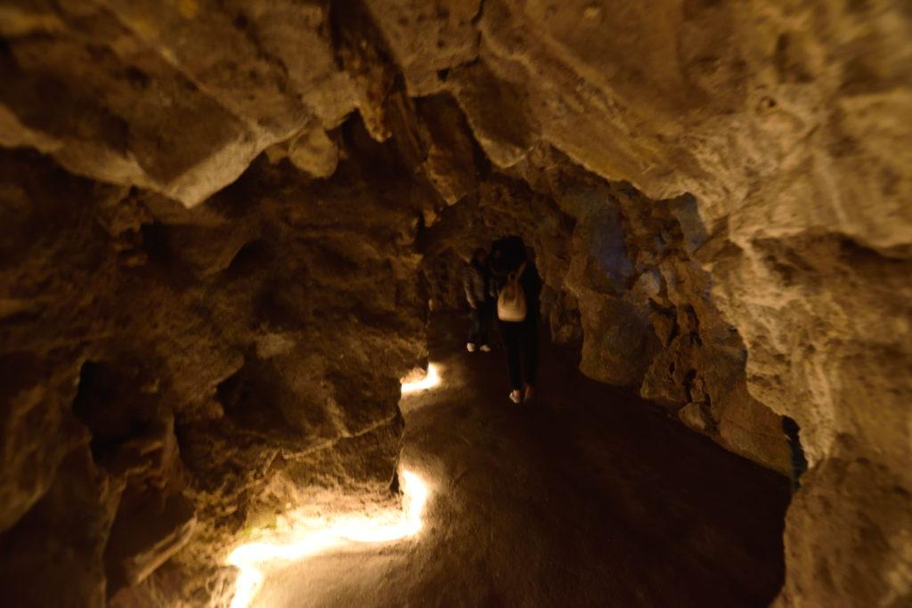 レがレイラ宮殿庭園の地下道