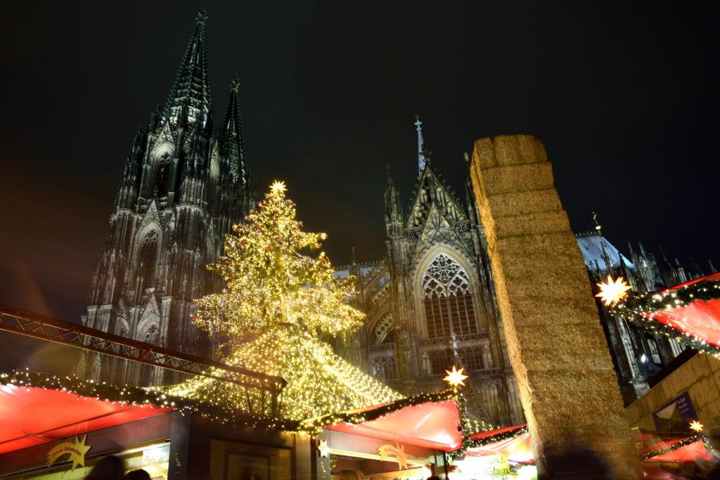 ケルン大聖堂とクリスマスツリー