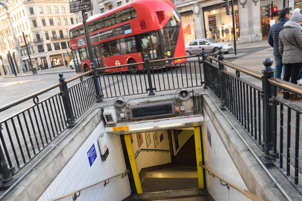 オックスフォードサーカス駅の入口