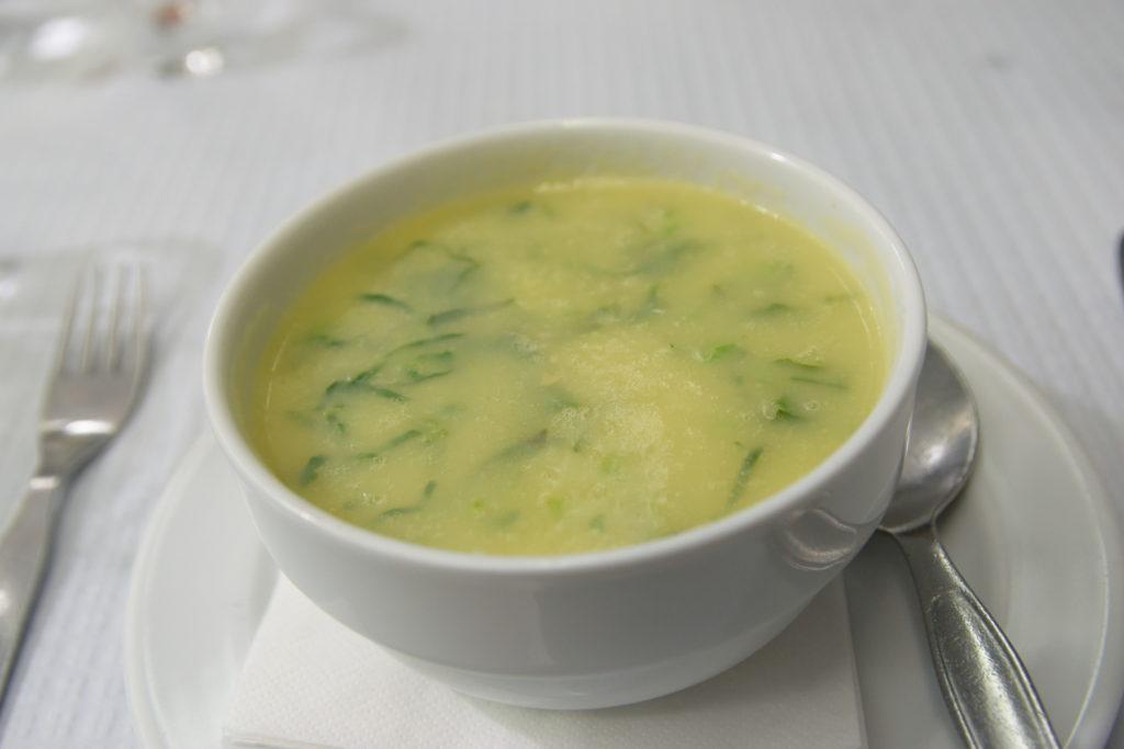 キャベツを使ったポルトガル料理のスープ