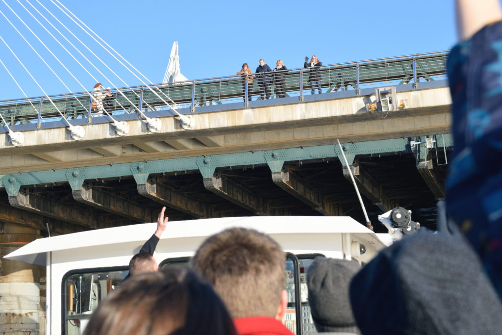 ロンドンブリッジを下から