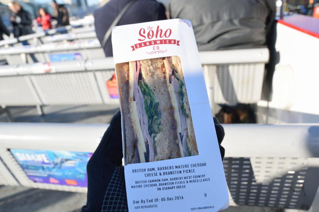 船上で食べたサンドイッチ