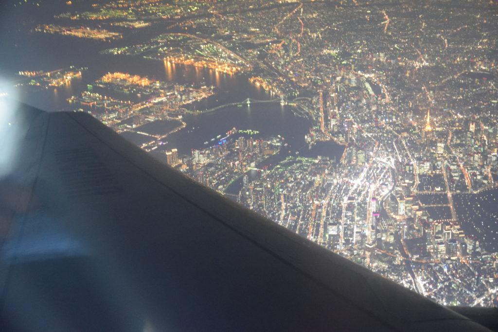 機窓に見えた東京タワーとレインボーブリッジ