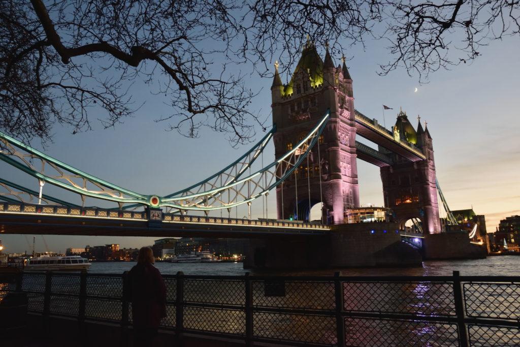 夕方のタワーブリッジ