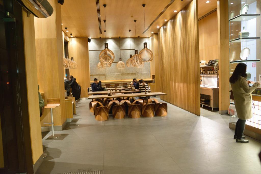 ロンドンの韓国弁当店内装
