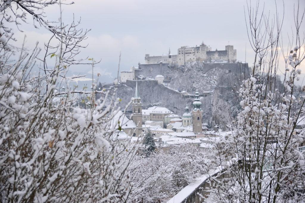 雪のザルツブルク城