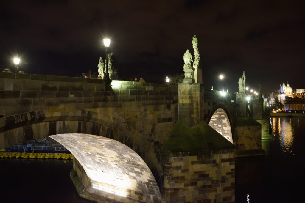 夜のチャールズ橋