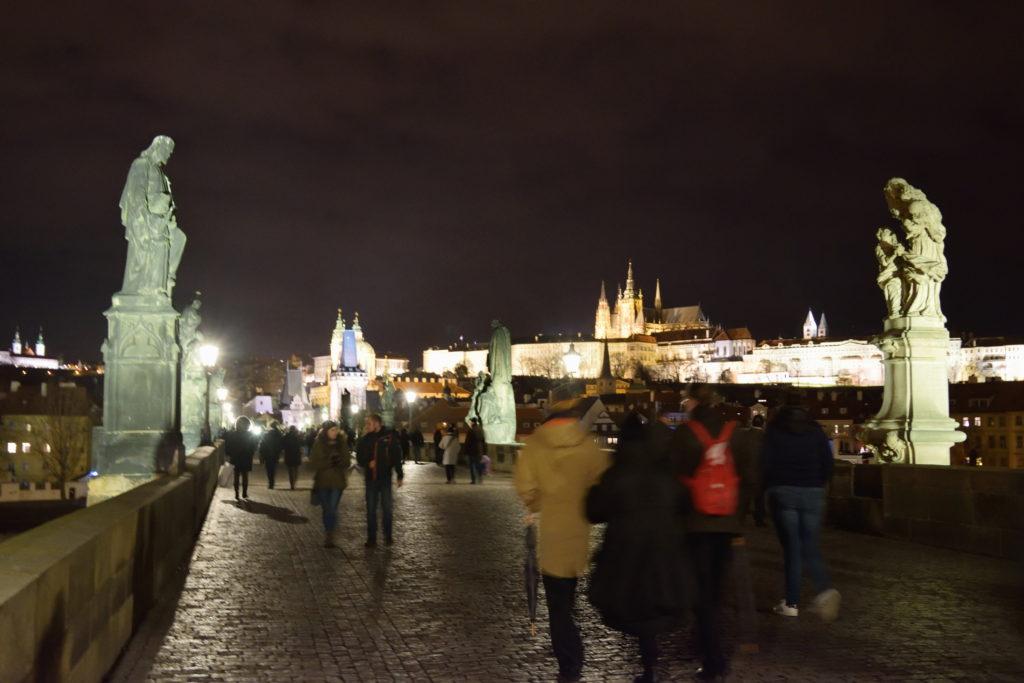 夜のプラハの橋