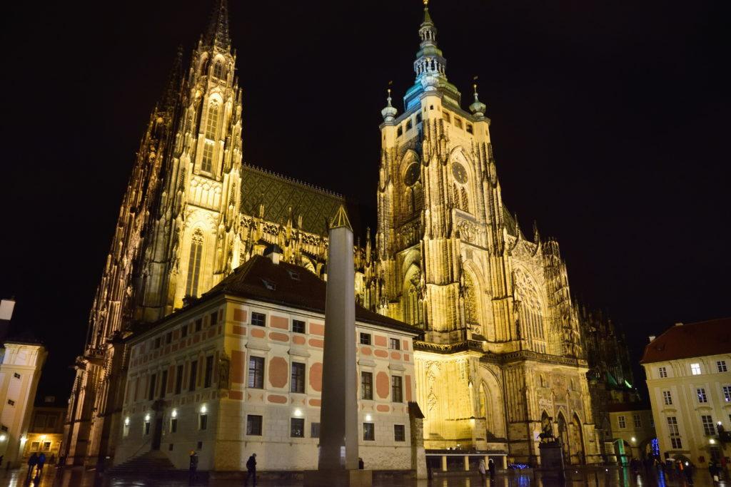 夜の、プラハの大聖堂