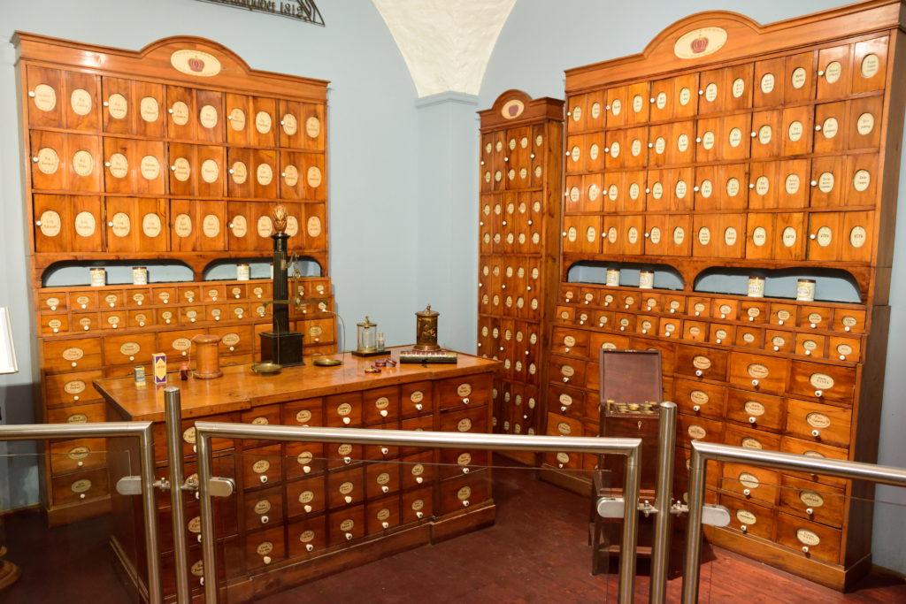 昔のドイツの薬局の模型