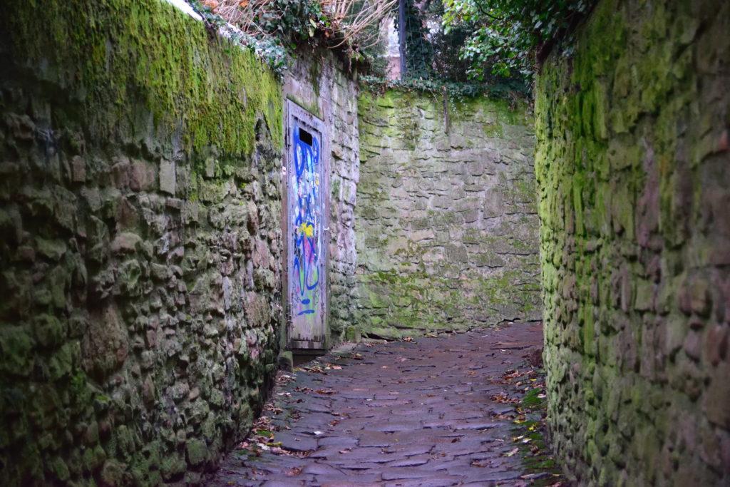 石畳の小道