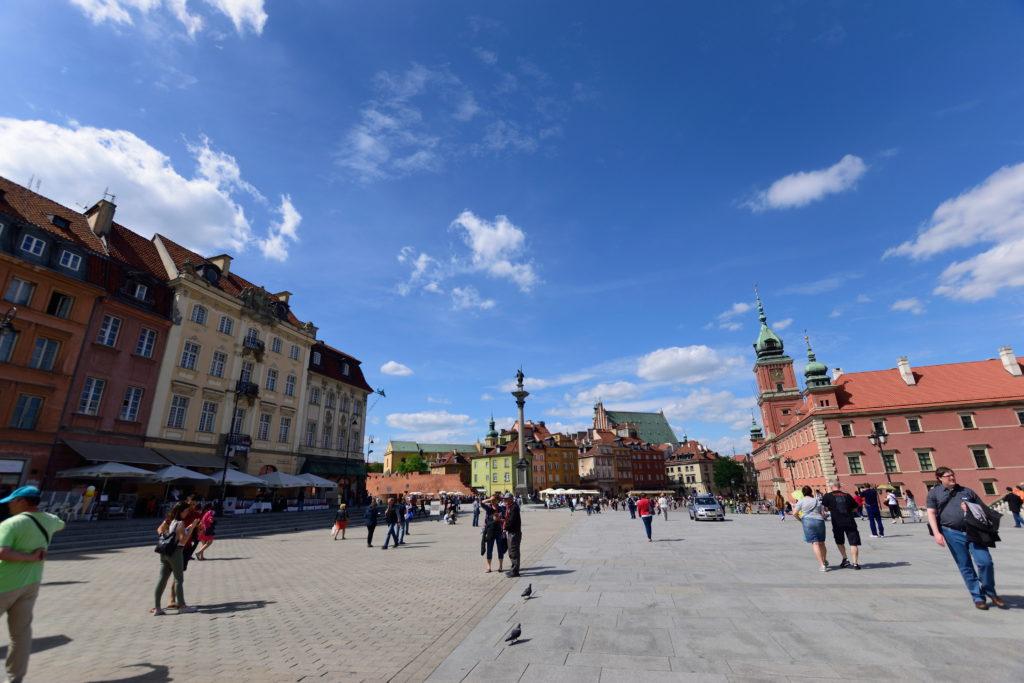 ワルシャワ旧市街地の入口の広場