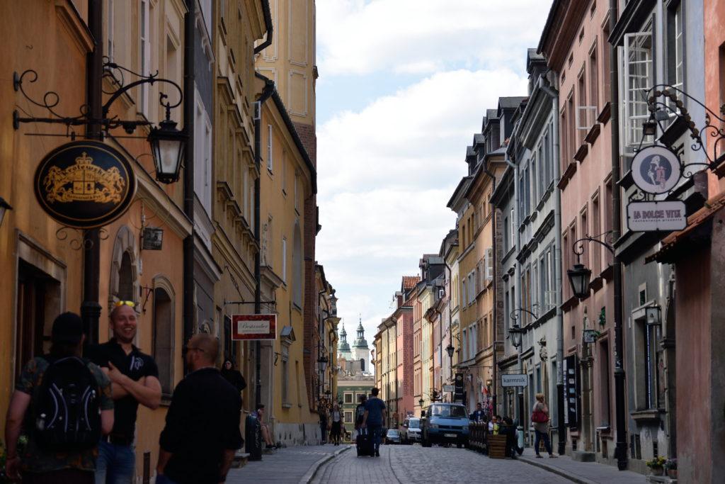 ワルシャワ旧市街地の小道