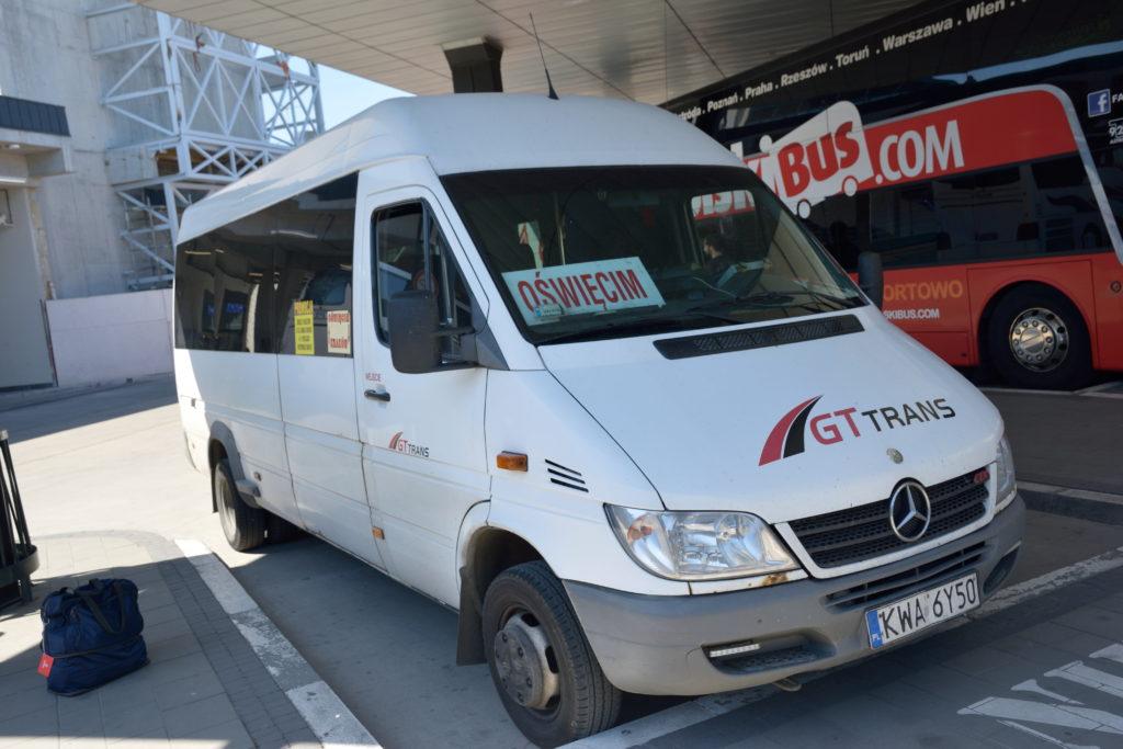 アウシュビッツ行きのバス