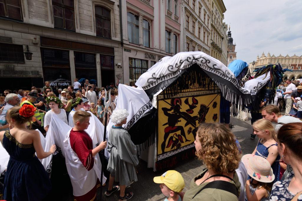 クラクフ市街のお祭りの様子