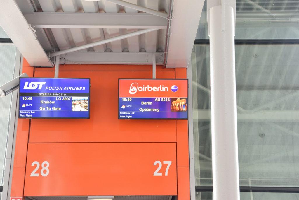 ワルシャワ空港27搭乗口
