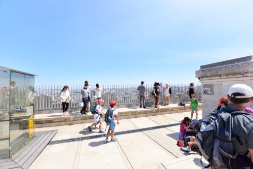 凱旋門の屋上の展望台