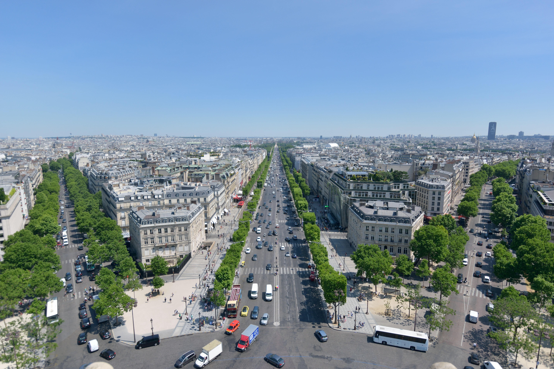 ルーヴル美術館を中心にパリを観光。 シャンゼリゼ通りのテロ事件にも遭遇し…(旅行記Day5/6)