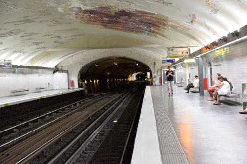 パリのメトロの駅