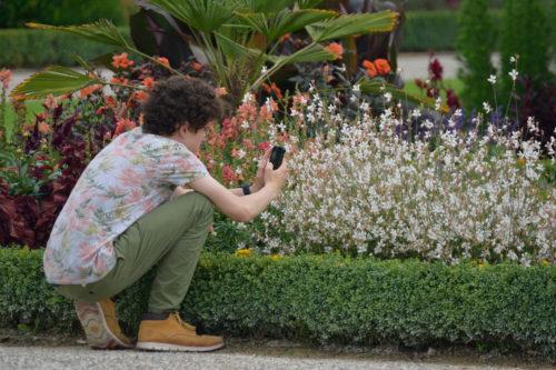 写真を撮るドイツ人青年