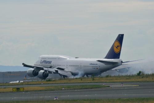 フランクフルト空港に着陸するルフトハンザB747