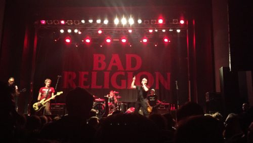バッド・レリジョンのライブの様子