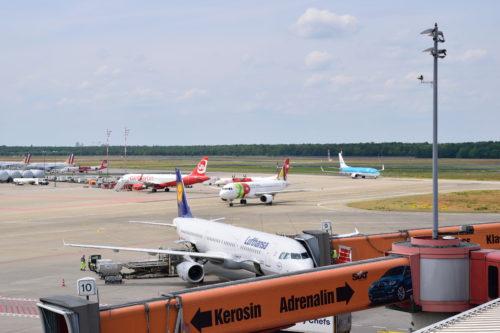 ベルリンテーゲル空港に駐機するルフトハンザ機