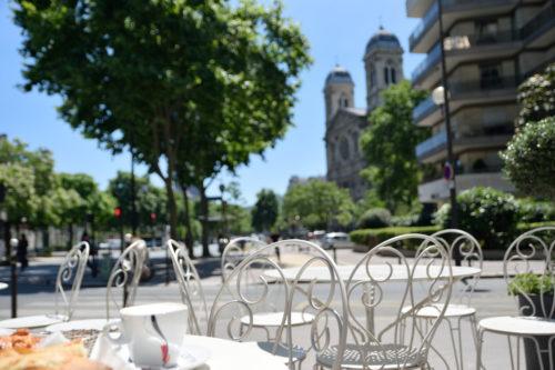 パリのオープンテラスカフェ