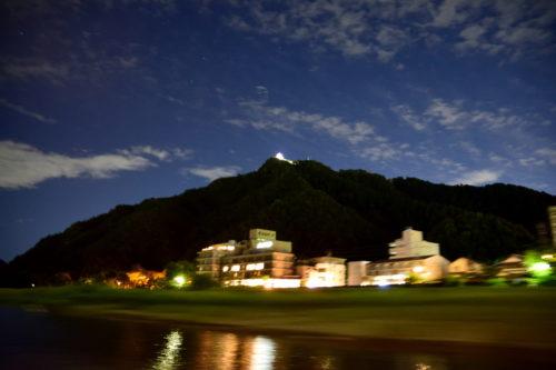 長良川から見上げた夜の岐阜城