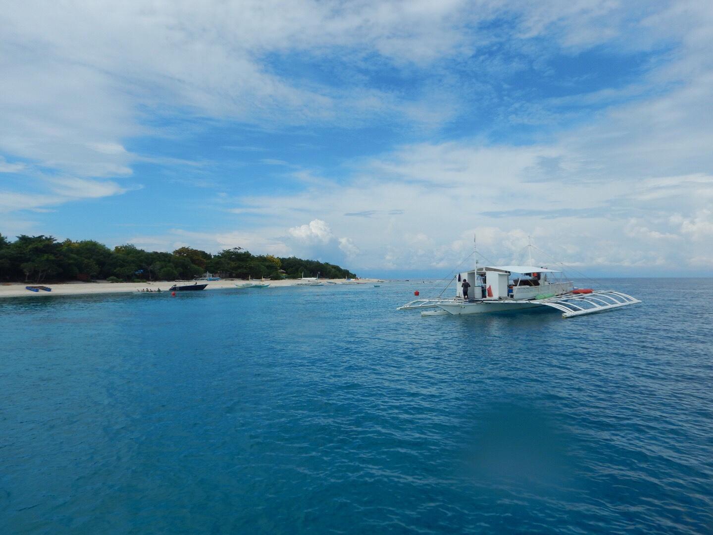 バリカサグ島を船上から