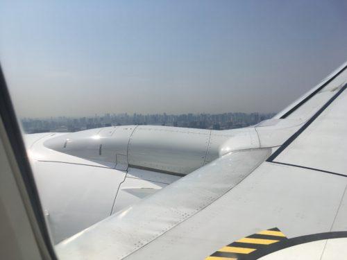 羽田空港ランウェイ22へ最終アプローチ中の機窓