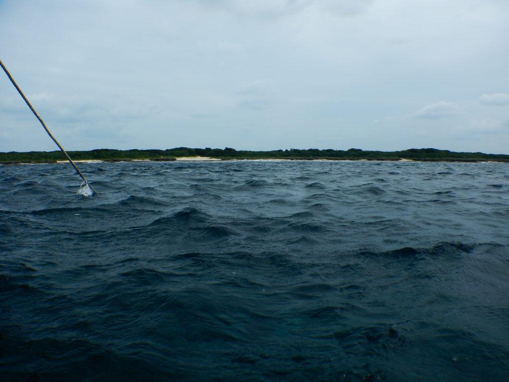 荒れる黒島の海